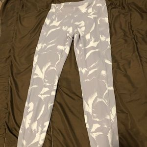 "Lululemon Size 6 Speed Up 25"" tights"